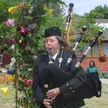 Closeup Elise Bagpiping Waldorf May Fair 2017 Cropped to 500x500